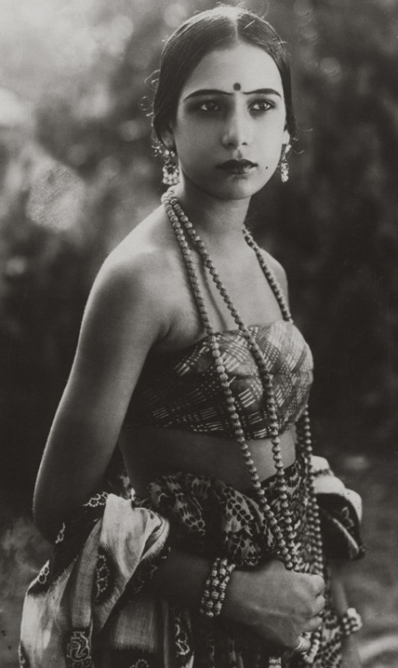 mudwerks:  Seeta Devi, 1925 (by pictosh)  Anglo-Indian actress Seeta Devi (born Renee Smith), 1925