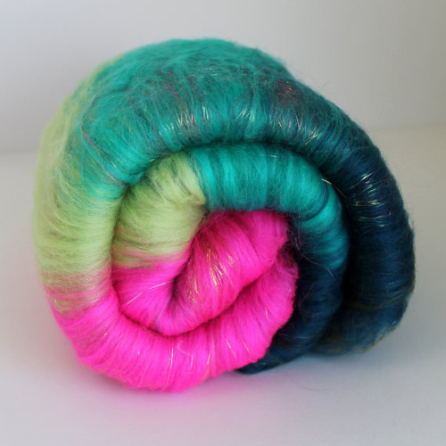 Just scored this kicky art yarn batt from spun right round. As soon as I get my e-spinner I'll try to make beehive art yarn… http://www.etsy.com/listing/96191500/glacier-handspun-beehive-art-yarn-55 http://www.etsy.com/shop/SpunRightRound