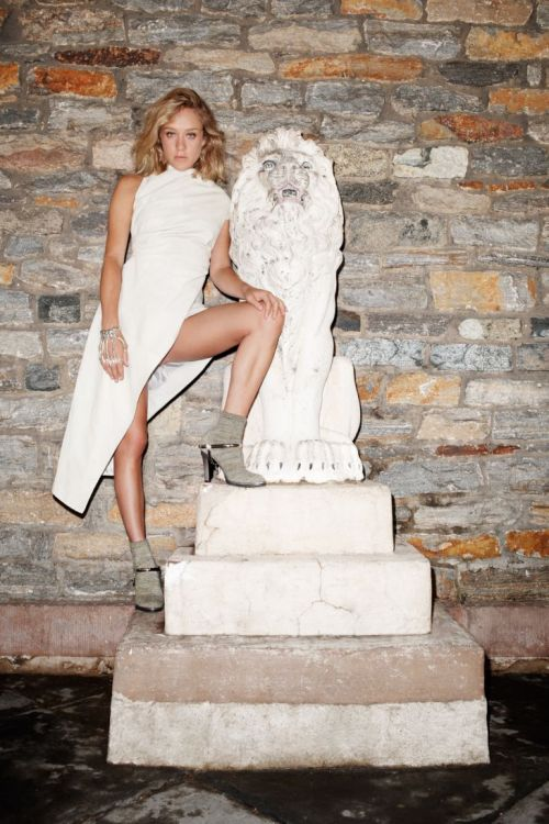 TERRY RICHARDSON \ CHLOE SEVIGNY \ PURPLE FASHION MAGAZINE \ FALL WINTER 2010