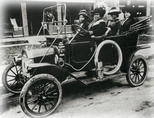 collective-history:  Madam C.J. Walker and several friends in her automobile.  She was the first woman in America to become a millionaire by her own endeavors, as well as the first African American millionaire.