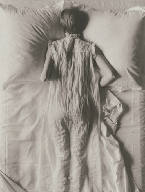 hoodoothatvoodoo:  Irving Penn Girl in Bed (Jean Patchett) New York 1949
