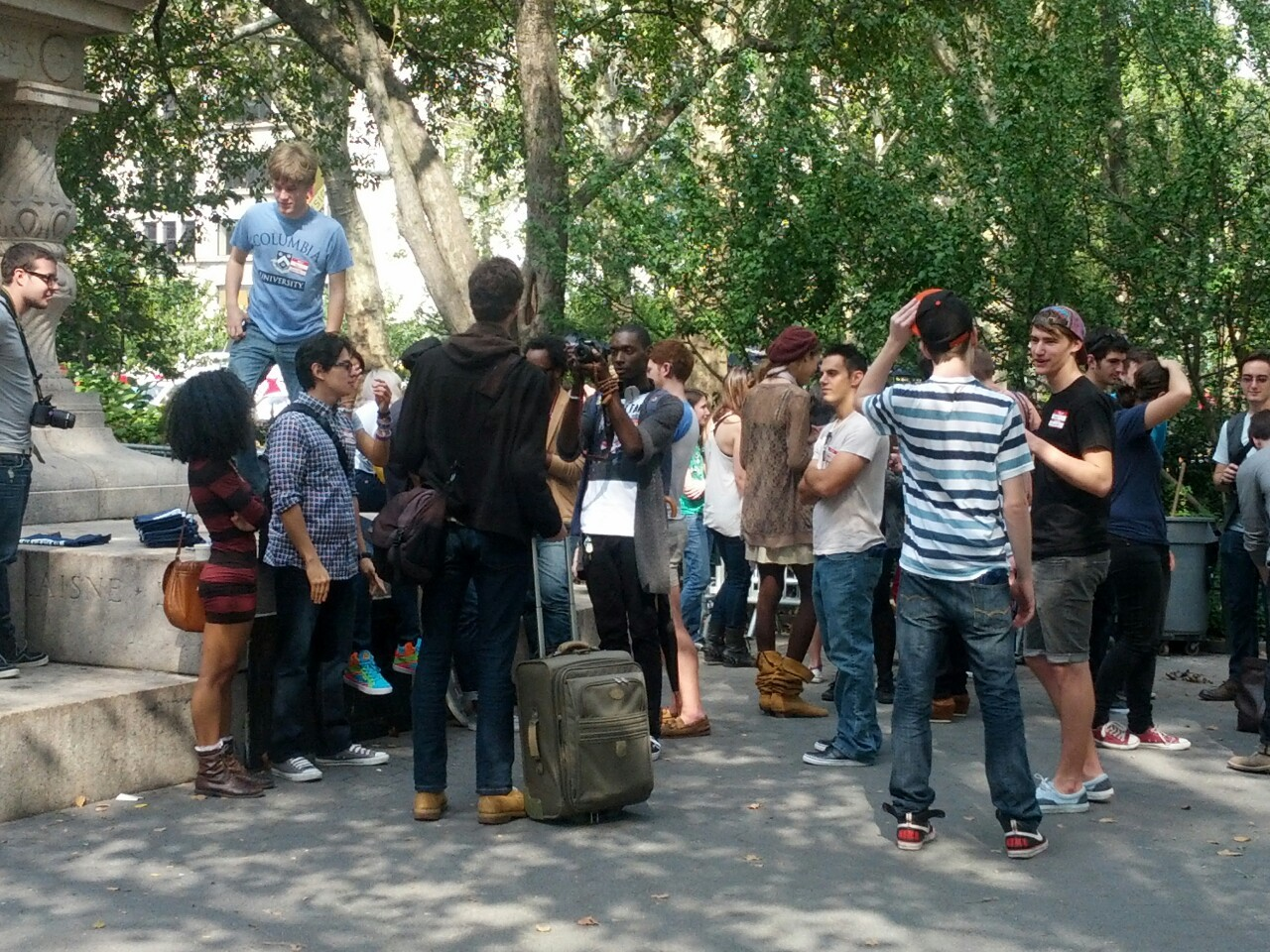mydogsid:  mewsstuff:  I stumbled upon a tumblr meetup in Madison Square Park this afternoon. These are all beautiful people.  I spy me  I have never been more way in the back of a photo in my life