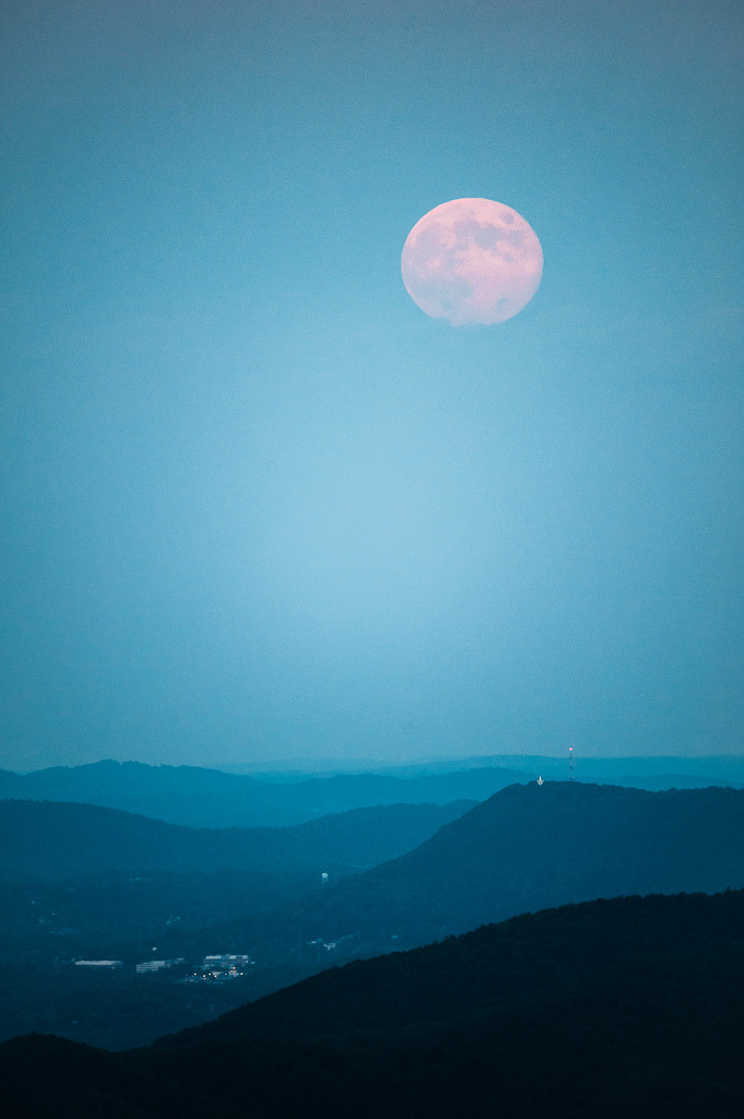 Blue Moon Over Mill Mountain - Roanoke, VA (by jon_beard)