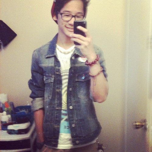 To the movies 😁#ootd #wdywt #jeanjacket #lrg #selfies #awksmile (Taken with Instagram)