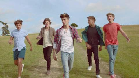 Live While We're Young - One Direction ,