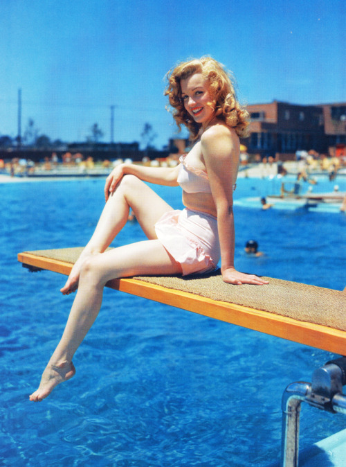 vintagegal:  Marilyn Monroe c. 1949