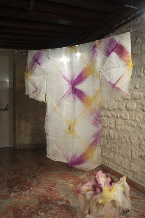 Kimono de Ysabel de Maisonneuve Silk Me Back @Galerie de Nesle, Paris . Photo de Guy Hersant.