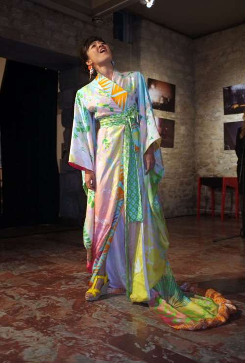 Kimono de Franck Josseaume Silk Me Back @Galerie de Nesle, Paris . Photo de Guy Hersant.