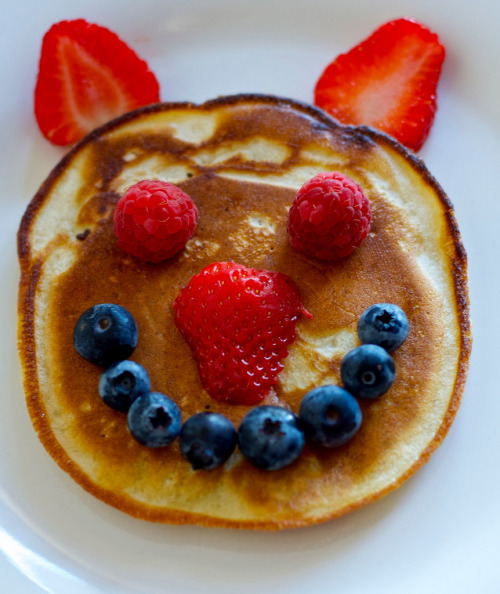 kitchenelves:  Pancake (by madywankenobi)  feeling hungry? don't go here!