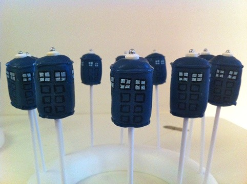 TARDIS pops allthisawesomeness:  There are few things more delicious than a TARDIS cake pop.