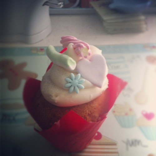 This is too pretty to eat! #cupcake #pretty #icing #marshmallows #heart #flower #yummy #amazing #thanksmum #instafood #foodstagram #foodporn #wow #likeforlike #l4l #photooftheday #instadaily #followforfollow  (Taken with Instagram)