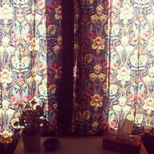 I still don't know whether I love or hate these curtains… :\ #glasgow #scotland #uk #curtains #pattern #fabric #design #interior #vintage #good #bad #or #ugly (Taken with Instagram at Battlefield)