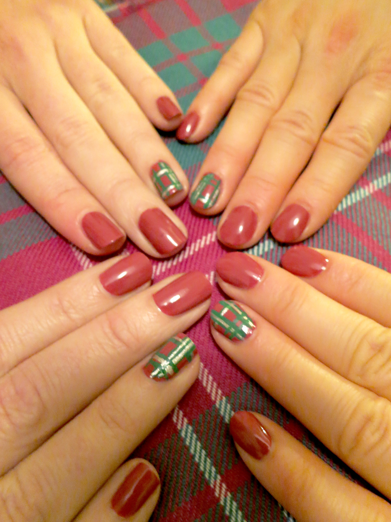 Ancient Crawford Tartan nails for the bridesmaids By DaaaangGirl