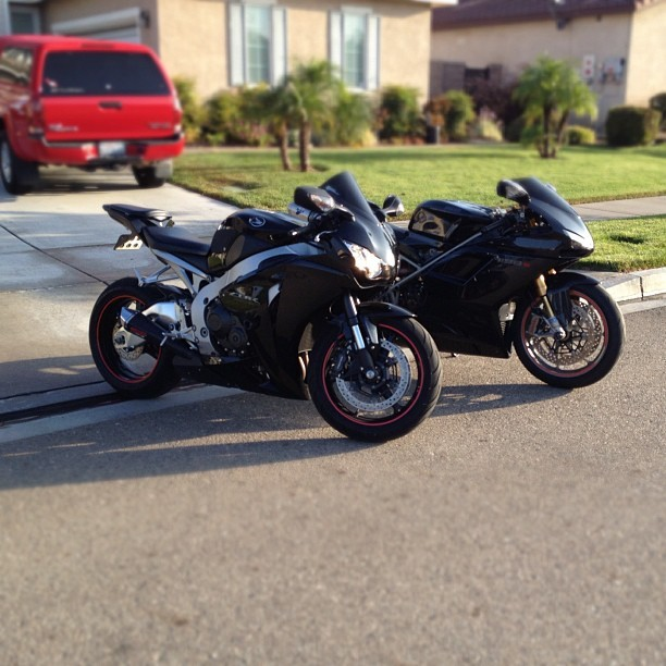 Morning ride with the father #motorcycle #honda #cbr1000 #fireblade #ducati #1198s #slowbikes (Taken with Instagram)
