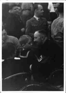 kathazahler:  Himmler holding a young boy.  Very cute photo from the Austrian achrives.    <3 :)