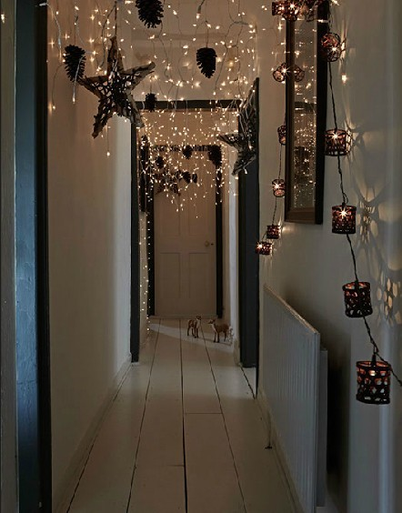 decorating with fairylights (via 365 days of christmas / Magic)