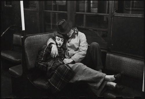 bebelestrange:  A couple on the subway by Stanley Kubrick 1946