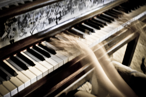 loudproudlion:  Music in Motion Play Me, I'm Yours - Street Pianos, 2012 (Toronto, Ontario)The woman in question: http://www.youtube.com/watch?v=LUCg2E2Z_mU