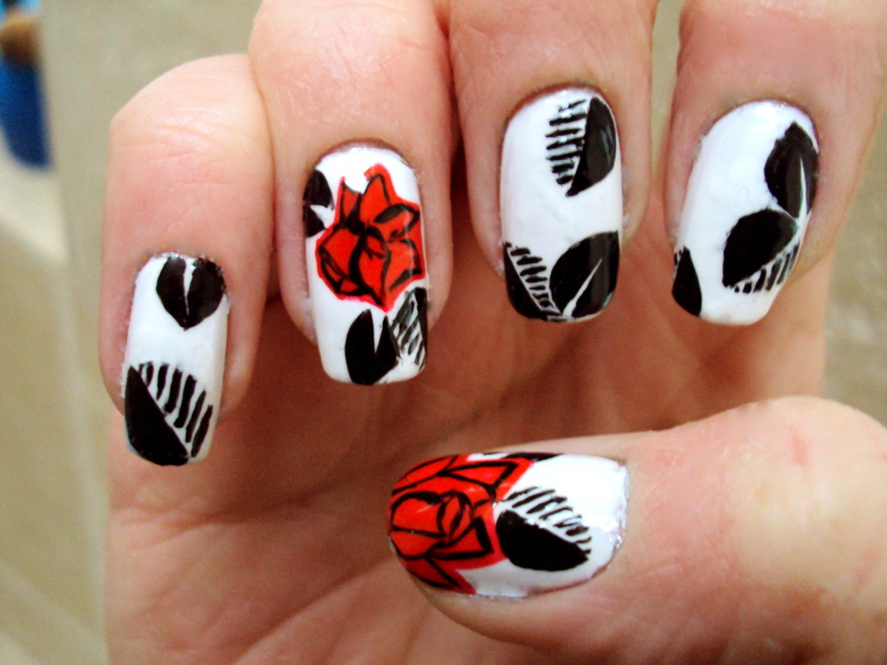 isobeldoesnails:  Red Floral with black leaves