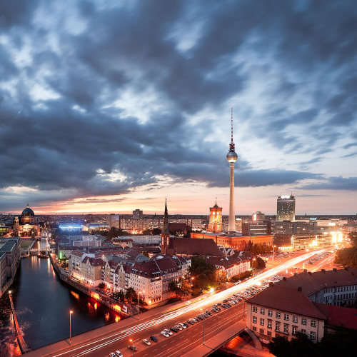 travelingcolors:  Berlin Evening | Germany (by dmoch)