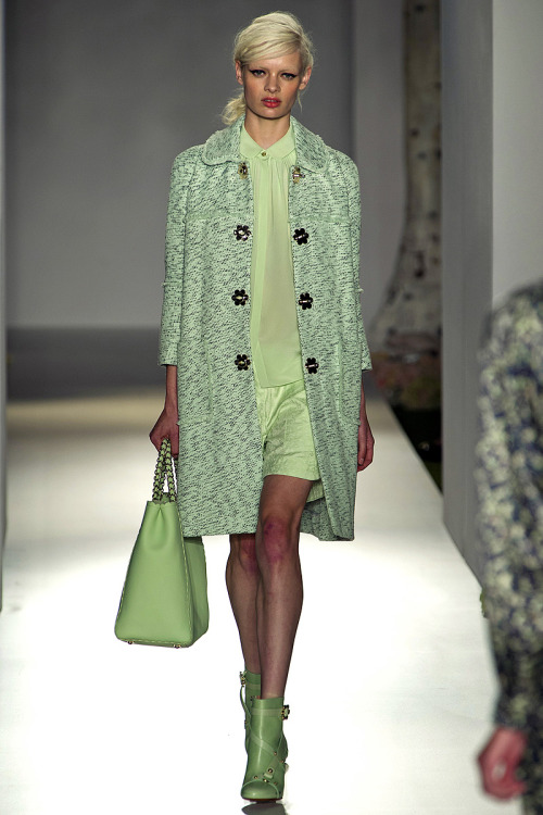 aclockworkpink:  Mulberry S/S 2013, London Fashion Week