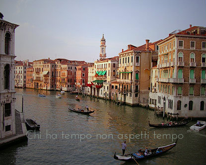 bellalingua:  Chi ha tempo non aspetti tempo. An italian proverb that means: Time waits for no one