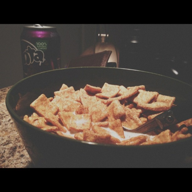 #vscocam go to parents crib , mom dukes bought the generic cinnamon toast crunch I just keep eating it slow looking at the bowl lying to my taste buds like nah it don't taste different knowing damn I'm so disappointed lol. Haven't had a bowl in 4 months and this is the mess I come back 2 lol fake ass cinnamon toast crunch lmao damn you family dollar version damn you 😔😒 (Taken with Instagram)