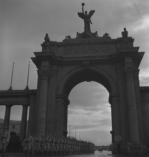 oldcanada: Toronto, ON 1939-1951Servicemen marching beneath the Prince's Gate