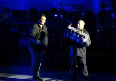 slicingeyeballs:  Lloyd Dobler lives: John Cusack gives Peter Gabriel boombox during 'In Your Eyes' at Hollywood Bowl | WATCH IT