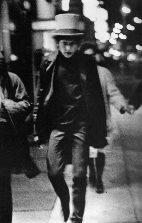 jokerwoman:  Bob Dylan in Philadelphia, 1964. Photo by Daniel Kramer.