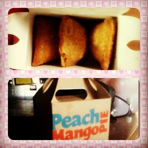 Peach mango pie!!! 👍 thanks @charograce 😊 #snack  (Taken with Instagram at Petalsville Subdivision)