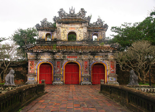 (via Side entrance, a photo from Thua Thien-Hue, North Central Coast | TrekEarth) Hue, Vietnam