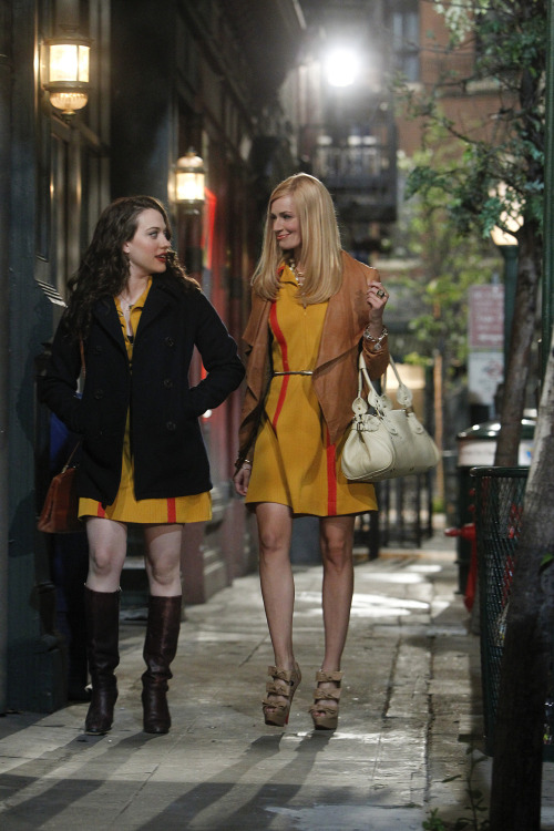 gasstation:  2 Broke Girls