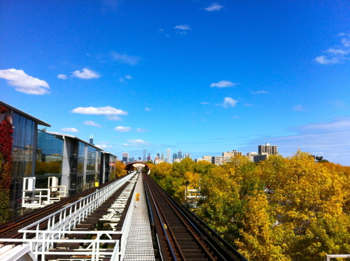 petchmo:  The view from IIT-35th on the Green Line yesterday looking north towards downtown Chicago through Rem Koolhaas' tunnel.