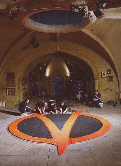 Setting up the domino sequence in V for Vendetta (2005)