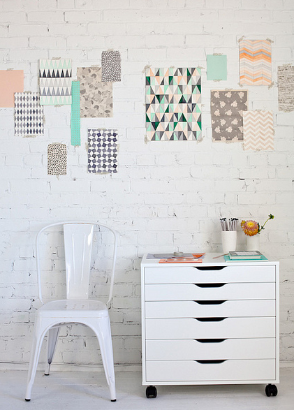"This ""wallpaper"" is pretty genius. Adore mint + peach together!  {image}"
