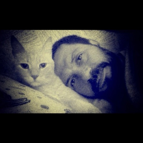 #me & Tarçın #cat #cats #instacat #pet #instapets #pets #instahot #instagram #instahub #instagood #instamood #instadaily #photomania #selfportrait #myself #love (Taken with Instagram at İzzettin Sokak)