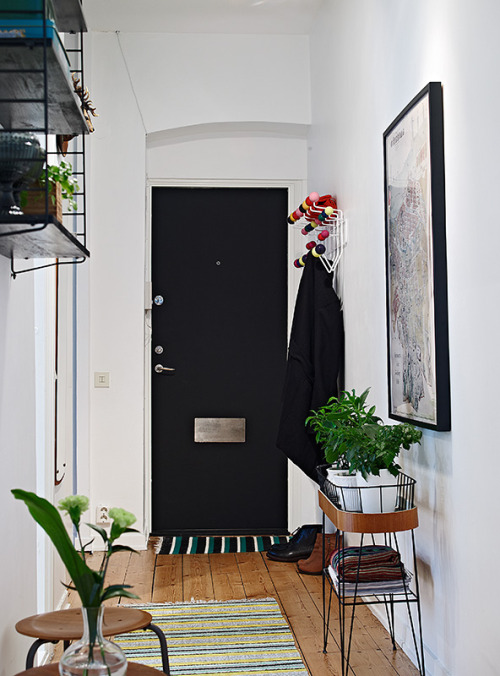 black door (via Alla bilder)