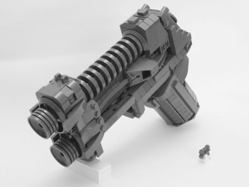 mattsbrickgallery:  Life-size Minifig Weapon - Main (by Brickthing)
