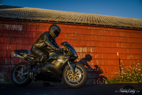 Taylor Ramsauer on his custom Ducati 748, photo by yours truly. In the words of Johnny Cash- I'll try to carry off a little darkness on my back,'til things are brighter, I'm the Man In Black.
