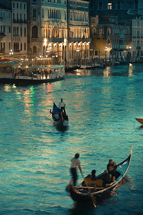 from-mars-with-love:  Venice