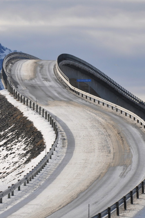 anpen:  r2—d2:  The Atlantic Road
