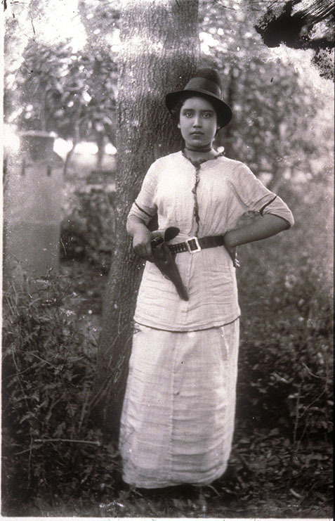 A female freedom fighter in the Mexican Revolution, around 1910.