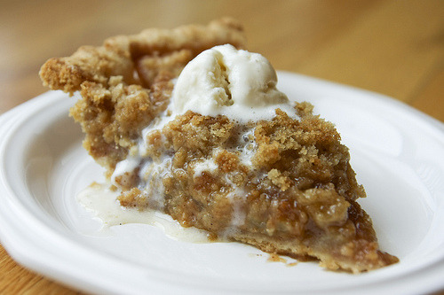 yummy-ness:  Apple Crumb Pie.