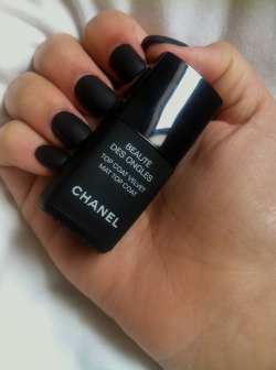 mcd0nalds:  calmkai:  chanel matte nails yo ✌  ugh omg wanttttt