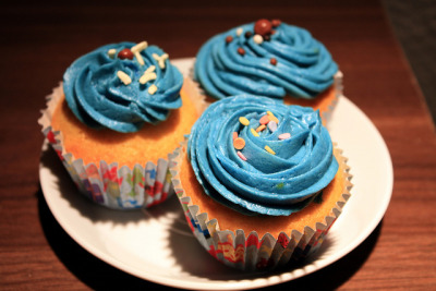 awkwardcupcake:  vanilla cupcakes with blue buttercream frosting  by niner bakes on Flickr.