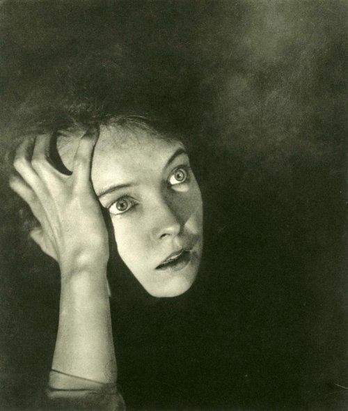 wehadfacesthen:  Lillian Gish, 1920s, photo by George Hoyningen-Huene