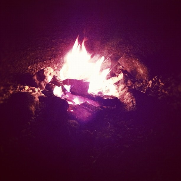 #goodvibes #bonfire #rocks #warm #fall #fireporn 😯🔥💥🔮 (Taken with Instagram)