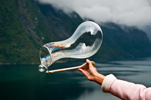 perfectmadness:  Creating soap bubbles over the fjord with a string and a spoon (by Odinodin.com)