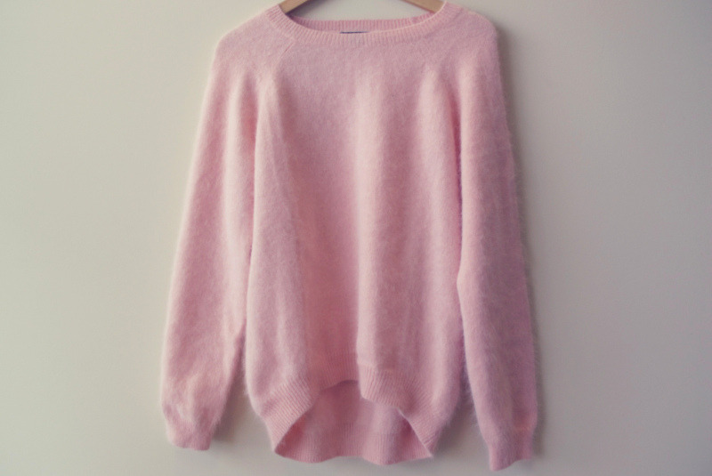 forever-and-alwayss:  that pink sweater, ♥